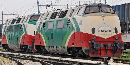 La 028 nel 2010 a Melzo scalo. Foto © alex da www.trainzitaliafoto.com