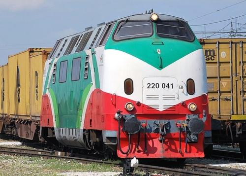 La 041 nel 2011 a Melzo scalo. Foto © Massimo Minervini da www.trainzitaliafoto.com