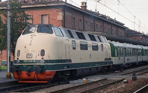 220.045-9 a Ferrara nell'aprile 1988 - Foto © da locopage.piwigo.com/