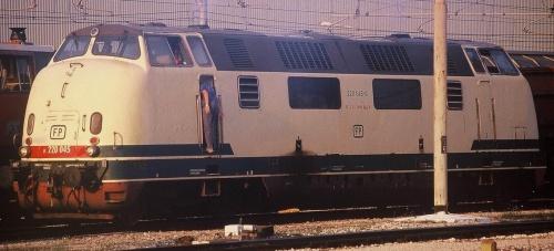 FP 045 nel 2004. Foto © freebyrd da www.trainzitaliafoto.com