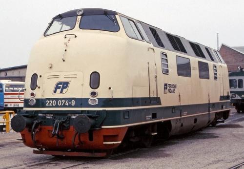 La 074 nel 1988, quando era in forza alle FP - Foto © Mauzizio Messa da www.trainzitaliafoto.com