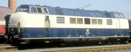 """221.132 in livrea """"blu oceano - crema"""". Foto da wikimedia."""