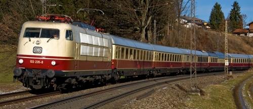Br 103 in testa ad un TEE (treno storico) - Foto © Marc Voss da bahnbilder.warumdenn.net/