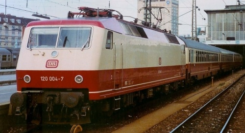 Br 120 nel 1984 a Monaco - Foto © Stefan Wohlfahrt da bahnamateurbilder.startbilder.de/