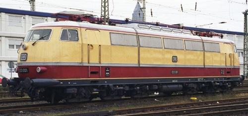 La DB E 03. Aveva uan sola fila di grate laterali. Foto © www.bahngalerie.de