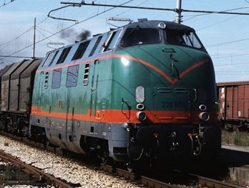La 006 nel giugno 2001, dopo la motorizzazione Isotta Fraschini. Foto: © Karl-Heinz Reichert da www.railroadpictures.de