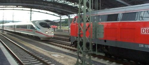 Una Br 226 interviene in soccorso di un ICE nel 2003 - foto da bahnbilder.de