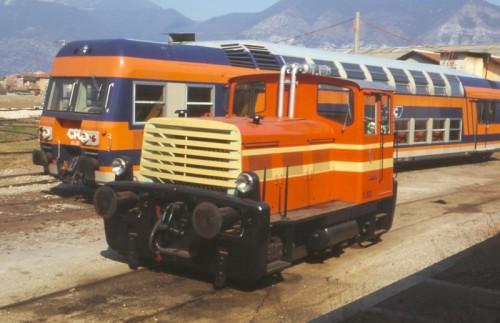Una delle due motrici diesel ex FEAR dopo la cessione alla SNFT, cove divennero Cn 532 e 533. In foto davanti alla automotrice Casaralta di cui abbiamo parlato in passato. Foto M.Bicchierai da http://www.cfb-brescia.org/