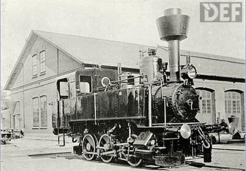 Lokomotive Nr. 1851-Südbahn-Reihe 32d1 nel 1898, anno di inaugurazione della linea. Foto DEEF da schienenfahrzeuge.netshadow.at/