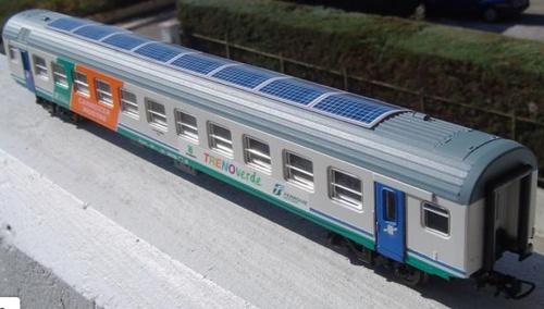 Modello in H0 della Carrozza Mostre Fotovoltaica del Treno Verde - Foto © portnovi Benante da flickr