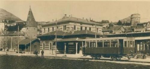 Un'altra vista della stazione Torre Verde.