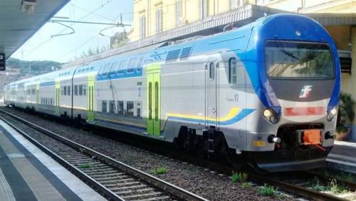 Il TAF 02 nella nuova livrea regionale a Roma, giugno 2014. Foto © Giovanni Giglio da http://www.ferrovie.it/