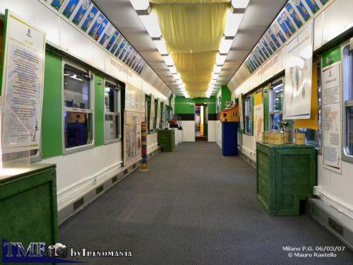 Interno di una vettura mostre - foto © M.Rastello da trenomania.org