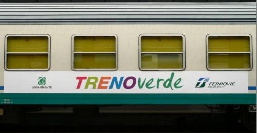 Logo Treno Verde sulle carrozze mostre e conferenze - foto © M.Rastello da trenomania.org