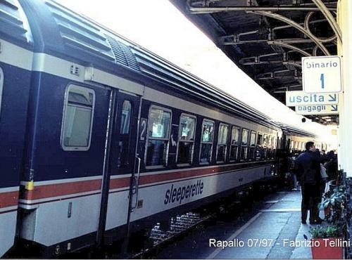 Una sleeperette trasformata in seconda classe nel 1997 - Foto © Fabrizio Tellini