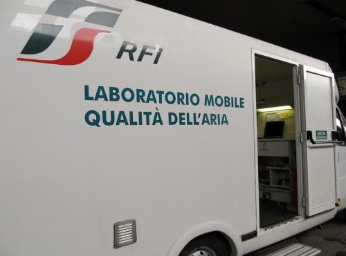 Il laboratorio mobile che accompagna il Treno Verde - Foto © Legambiente da flickr