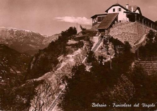 La stazione a monte della funicolare del Virgolo - Vecchia cartolina caricata da pamwagner47 sul forum www.ferrovie.it