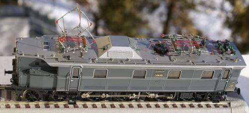 Modello MicroMetakit  della E06 delle DR - immagine da forum.lokomotiv.ro