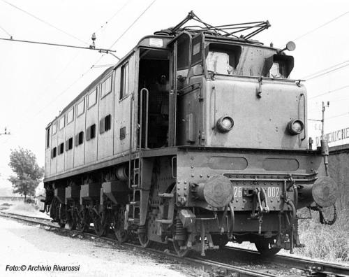L'imponente E.326.002 (dopo le modifiche) - Foto © dall'Archivio Rivarossi