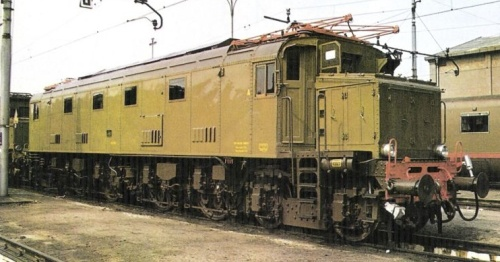 E428.??? foto © H. Rosenberg da marklinfan.com - In evidenza l'avancorpo della cabina A, caratterizzato da vari portelloni.
