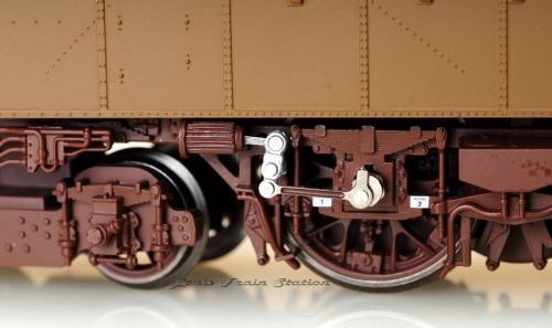 Il biellino delle E.428 riprodotto su un modello RIvarossi in H0 - Foto da bbs.cmratw.org