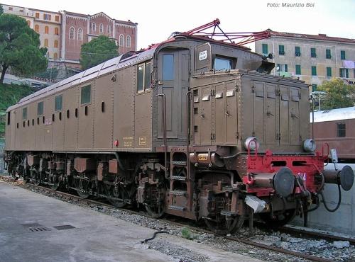 La 014, qui ripresa da Maurizio Boi © a La Spezia, presenta ancora la vecchia porta in legno. Foto da Flick'r.