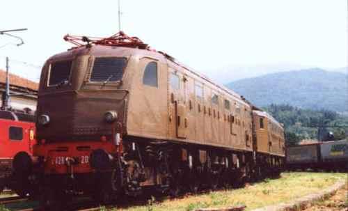 La 208 a Luino nel 2003. Foto © Stefano Lumagalli da web.tiscalinet.it/locomotori