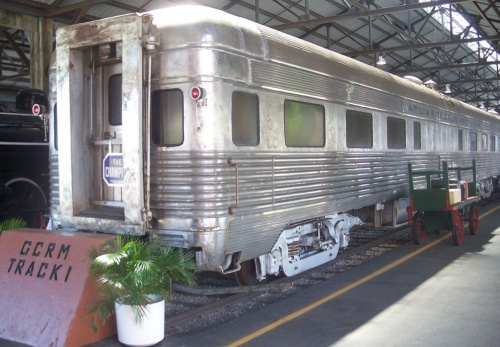 A volte le observation car avevano comunque degl iintercomunicanti, così da poter essere ustae anche come vetture intermedie. E' il caso della Tavern-lounge-observation car del Champion. Miami FL Gold Coast RR Museum - Foto Ebyabe, CC BY-SA 3.0