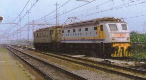 E428 014 e 428 226, a Castel Bolognese nell'ottobre 1994, per il convoglio