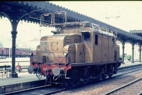 Ultimo giorno di trifase in Italia, qui l'E. 554.142, ex. 354.005 ad Acqui Terme, foto B.Cividini da Il Portale dei Treni