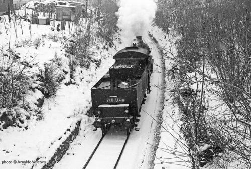 """Una 740 nella neve. Foto © Arnaldo Vescovo da """"Il portale dei treni"""""""