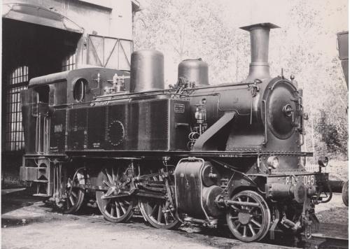 Una splendida 880.045 qui in deposito di Cuneo nell'agosto '73, foto B.Cividini da Il Portale dei Treni