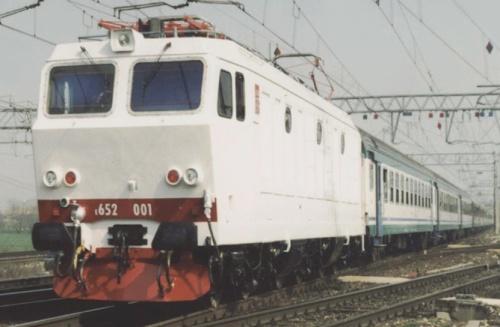 E.652.001 in testa a un interregionale a Verona il 21/3/2002, Foto © Silvano Vecchi da Flick'r