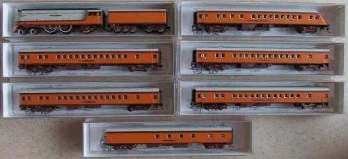 Hiawatha con Class A e 6 carrozze, di Fox Valley Models