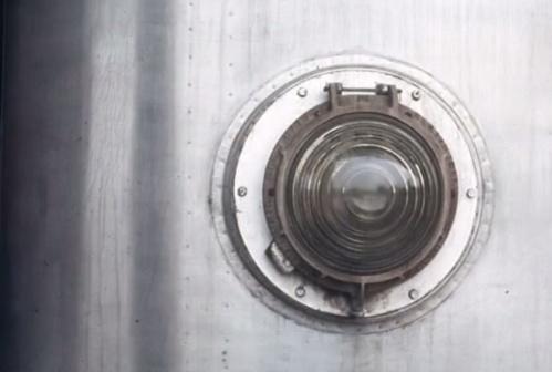 Un dettaglio della M5: fanale con lente, di produzione CGE - foto © Federico Centola, tratta da youtube