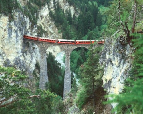 Glacier Express sul ponte - Fig. Sonderegger Christof / News Oriente tratta da wyborcza.pl