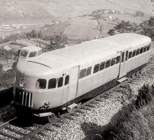 La Micheline 22, con la cabina asimmetrica che sporge dall'imperiale - da wikimedia