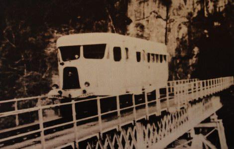 Una Micheline 470 sul Renzi Bridge in VietNam