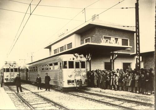Due binati Piaggio alla stazione di Vignola il giorno dell'inaugurazione della linea elettrificata. Foto da amarevignola.wordpress.com
