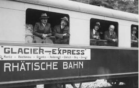 La 1161 nel Glacier Express, con a bordo Gustav Bener - Foto Archivi RhB