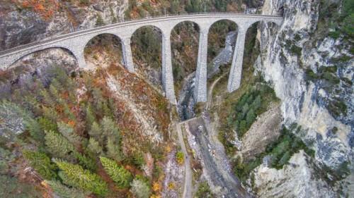 Il viadotto fotografato da un drone - immagine di Romeoch da www.dronestagr.am/