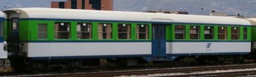 Una Leichtstahlwagen (Bz 80) di origine svizzera in servizio presso FNM. Foto © marco nattan da www.trenomania.org