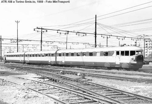 Non ho trovato immagini a colori degli ATR 100 Verdi e grigi. Questa é una bella immagine Dell ATR 100 di Pedrazzini del 1959 a Torino, sotto i fili della trifase. Da photorail.com