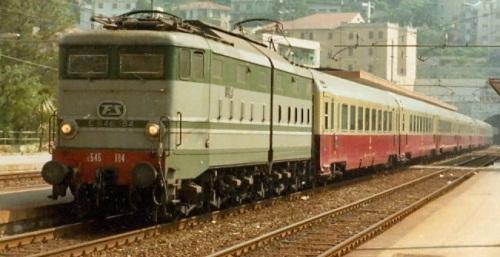 E.646.184 in testa al TEE Ligure - Logo FS verde - Foto © Montagna dall'archivio Walter Bonmartini su flickr