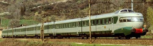 ETR.302 nel 1985 nei pressi di Rovigo - Foto © Enrico Paulatti da photorail.com