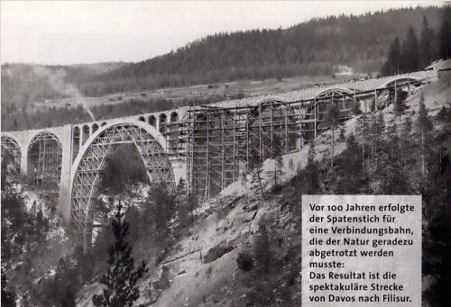 "Wiesener Viadukt - L'opera é completata, si intravede già uno sbuffo di fumo sul ponte completato. Da ""Der Bau der Linie Davos-Filisur"", Elfriede M. Virchow, da www.zahradni-zeleznice.com"