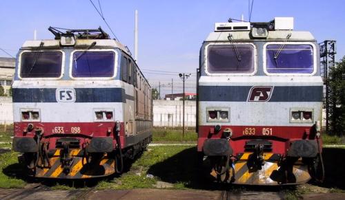 Le E.633.098 e 051 nel 2002 mostrano due diversi loghi frontali: a televisione a siniostra, a mandorla a destra. Foto © Giancarlo Modesti da Il Portale Dei Treni