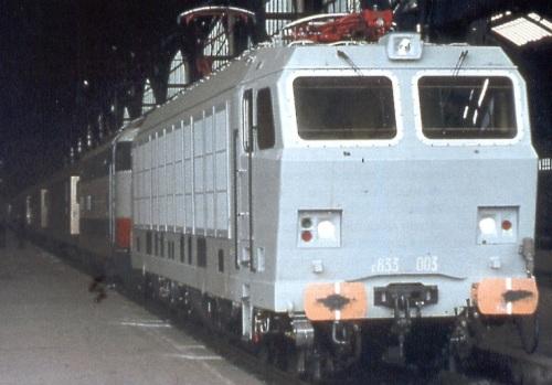 E.633.003 a Milano nel marzo '80, solo col primer grigio. Foto da www.unferrovieremacchinista.it di Bartolomeo Fiorilla