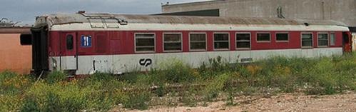 Ex Grill Express di CP, accantonata. Foto da www.transportes-xxi.net