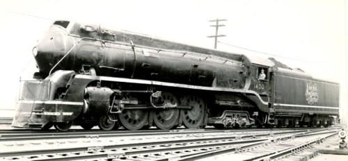 La 1400 si distingueva per il grande logo sul tender